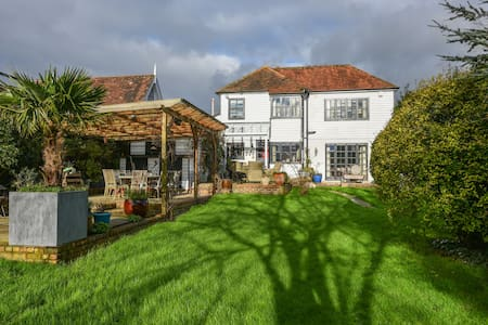 Cosy Country Cottage in Rural Kent - Cranbrook
