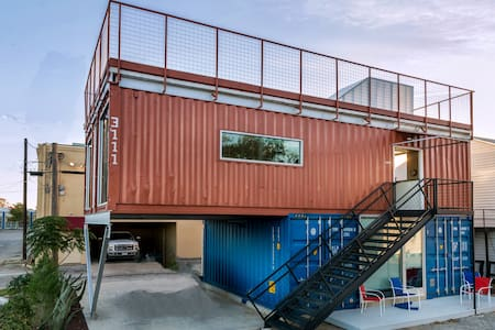 Modern 800 sf Shipping Container Apt Near W 7th - Fort Worth - Other