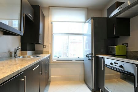High Street Kensington En-suite - London - Apartment