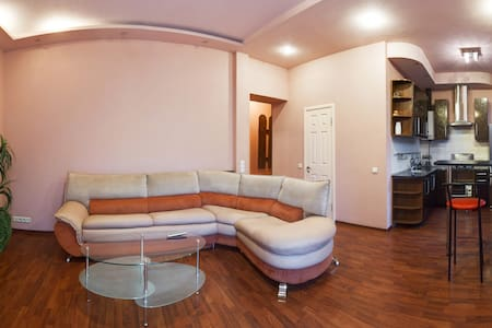 Апартаменты 2х ком евро-студия на Пушкинской - Lägenhet