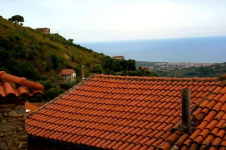Casa Vacanze in collina  a 7 km dal mare - Maison
