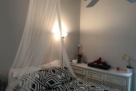 Cozy Apartment with Loft - Apartment