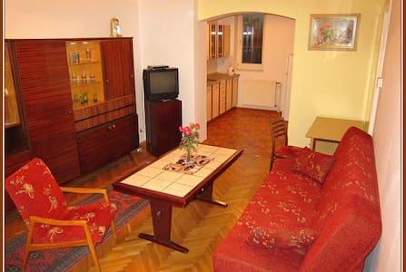Báječný domov, Cosy Home. Apartma B - Tábor