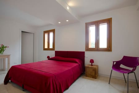 Anchise 38 Stanza Rossa - Bed & Breakfast