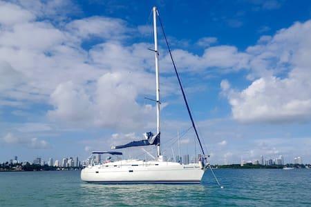 BENETEAU SAIlBOAT FRENCH DESIGN SLEEPS 4 wow - Miami Beach - Boat