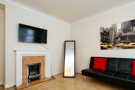 3-4 bedroom semi detached house in Prestwich - Mcr - Huis