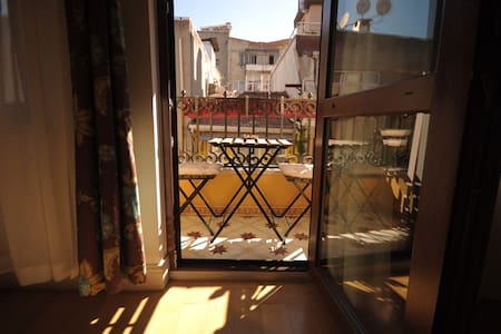 Taksim City Center French Balcony 3rd Floor Room - Beyoğlu - Lägenhet