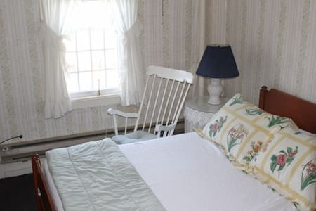 Old Riverton Inn BNB - Barkhamsted - Bed & Breakfast
