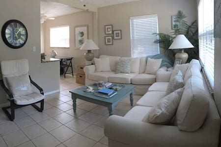Beautiful, charming, remodeled Gulfport bungalow - Галфпорт