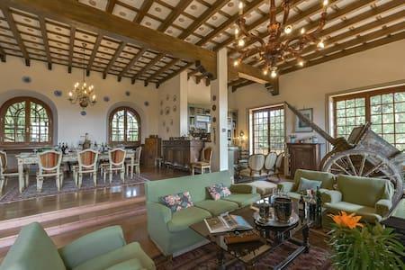 Luxury Villa Giovannini-Moresco in Barbaresco - Treiso - Villa