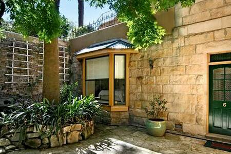 Handy to Ferry - character property - Neutral Bay - Appartement