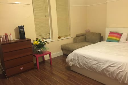 BIG ROOM DOUBLE BED SOFA NICE MATES - Birmingham - Casa