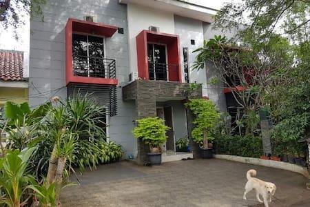 Gallary Guest House Meadow Green Lippo Cikarang - Pensione