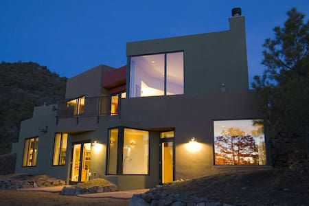 Beautiful Home on Old Santa Fe Tr.