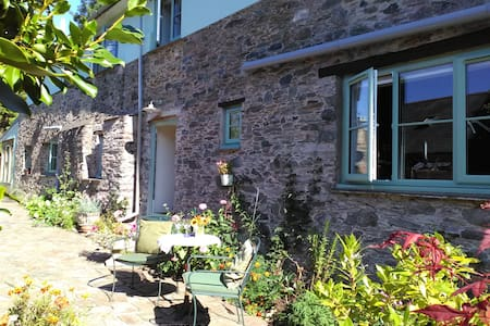 Hamlet Hideaway between Totnes and Dartmouth,Devon - Bed & Breakfast