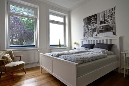Bright and calm Room near popular areas - Apartment