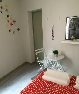Chambre calme dans coeur historique - Nîmes - Apartment