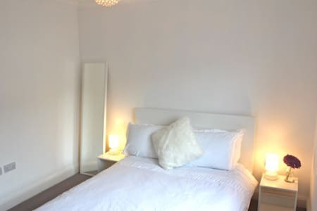 Luxury ensuite private double room - Aberdeen - Huis