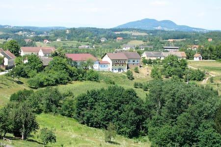 Spezialitätenhof Familie Eichmann - Neuhaus am Klausenbach