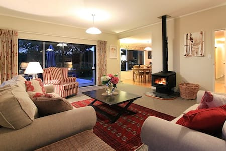 Spacious and Comfortable Family Home - Huis