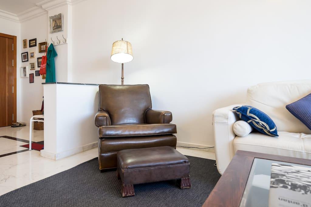 Living room. Great views, new luxury furniture, flat screen TV, blu-ray, HIFI, table games...