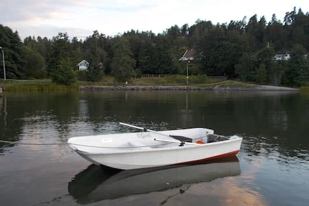 Kleines Häuschen mit Ruderboot nahe Fjord & Oslo - Blockhütte
