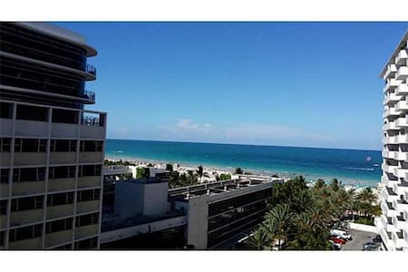 DECOPLAGE #904 - South Beach - Miami Beach - Apartment