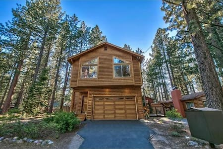 Honeymoon Haven with Hot Tub and Fenced in Yard - South Lake Tahoe - Chalet