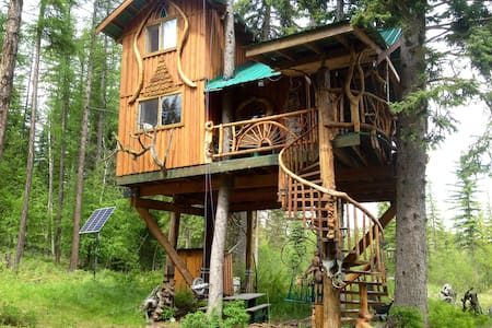 Welcome to our Unique Treehouse     - Wardner - Baumhaus
