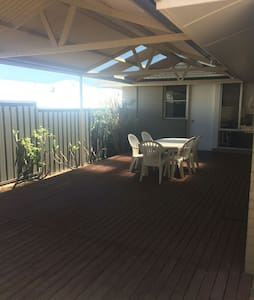 Spacious House 5min from Fremantle and South Beach - Beaconsfield