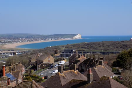 Single Room, Fantastic Sea Views, Bed & Breakfast. - Newhaven