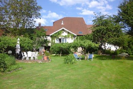 ancienne ferme rénovée pour séjour campagnard - Huis