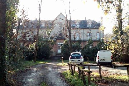 2 pièces. St Martin d'Abbat. Loire. - Saint-Martin-d'Abbat
