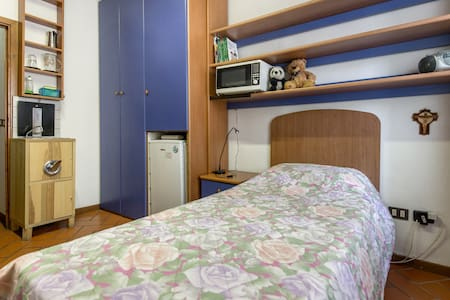 Independent single room 20 minutes from Florence - Sesto Fiorentino - Townhouse