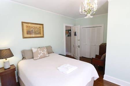 Beautiful Room w/private bath near Decatur & Emory - Avondale Estates - Dom