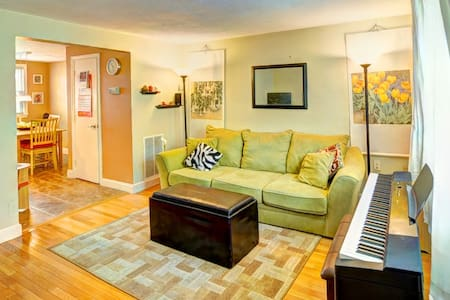 Bright Room in a Quiet Neighborhood - Dedham
