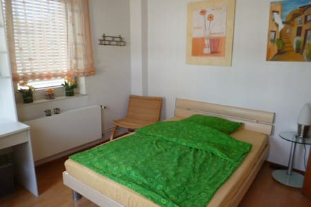 Nice, Clean, Friendly and Quiet Room for 2 Persons - Ebernhahn - Casa