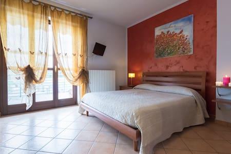 Alba Apartment,per turismo e lavoro - Leilighet
