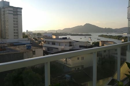 Quarto com varanda c/ vista p/ mar. - Apartamento