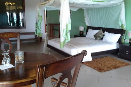 Deluxe Ocean View Suite - Villa Fleur de Lys - Makunduchi - Bed & Breakfast