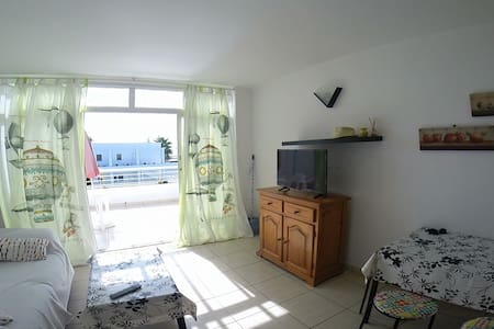 sea view! 200m from Puerto del Carmen beach !!!! - Tías - Apartment