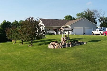 Meisterhaus Bed & Breakfast (Entire Basement) - Morristown - Maison