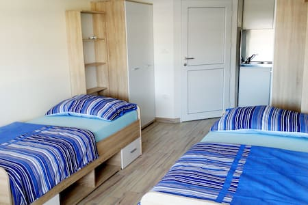 New and cosy room close to Koper - Bertoki - Ev