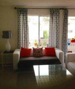 COMFY 1 BEDROOM DUPLEX NEAR BEACH - Santa Monica - Apartment