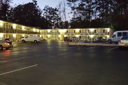 Econo Lodge - Bed & Breakfast