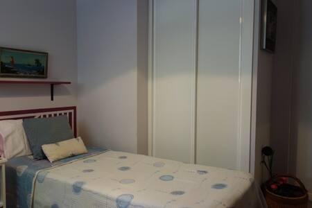 Madrid río, habitación doble Apart. vacacional - Madrid - Bed & Breakfast
