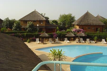 Villa de charme dans belle résidence sécurisée - Nianing