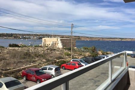 Seafront 1 Bedroom Large Terrace - Il-Mellieħa