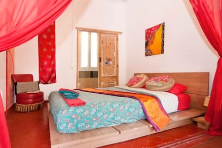 Gorgeous bedroom with ensuite bathroom - central! - Apartment