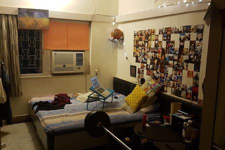 Private Room In Khar/Banda West, Mumbai - Mumbai